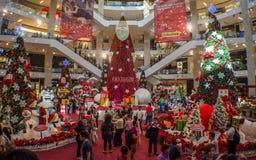 Leute feiern das Weihnachten Stockfotos