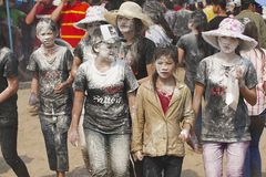 Leute feiern Lao New Year in Luang Prabang, Laos Lizenzfreie Stockfotos