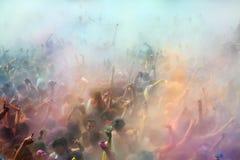Leute am Festival von Farben Holi Barcelona Lizenzfreie Stockfotografie