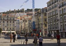 Leute in Figuera-Quadrat in Lissabon Lizenzfreie Stockbilder