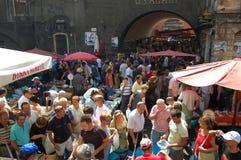 Leute am fishmarket von Catania Lizenzfreie Stockfotos