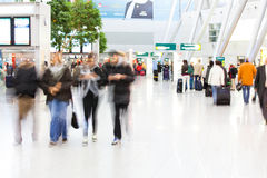 Leute am Flughafen Stockbilder