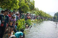 Leute, Fluss, Songkran Festival Stockbild