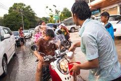 Leute gefeiertes Songkran-Festival Lizenzfreies Stockbild