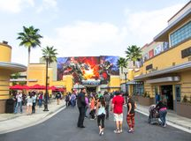 Leute gehen in Los Angeles-Park, Universal Studios Hollywood Frühling 2015 stockfotografie