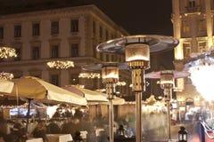 Leute genießen christmastime in Budapest Lizenzfreies Stockfoto