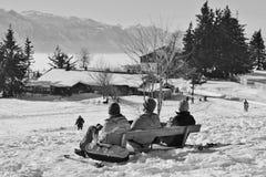 Leute genießen den Panoramablick der Alpen im Winter Österreich, Europa Lizenzfreie Stockfotos