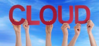 Leute-Hände halten rote gerade Wort-Wolken-blauen Himmel Stockfoto