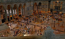 Leute in Hagia Sophia, Istanbul, die Türkei Lizenzfreie Stockfotos