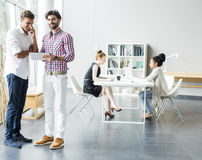 Leute im Büro Stockbild