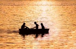 Leute im Boot Stockfotografie