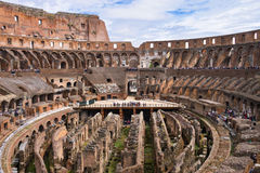 Leute im Colosseum in Rom, Italien Lizenzfreie Stockfotos