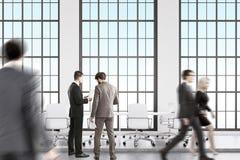 Leute im DachbodenKonferenzzimmer Lizenzfreie Stockbilder