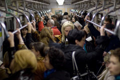Leute im Metroauto stockbild