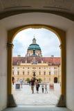 Leute im Prälatgericht von Melk-Abtei, Österreich Stockfotografie