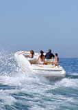 Leute im Schnellboot Stockfotos