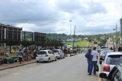 Leute in im Stadtzentrum gelegenem Manzini, Swasiland, südlicher Afrika, afrikanisches Straßenbild Stockfoto