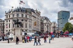 Leute im Trafalgar-Platz in London Lizenzfreies Stockfoto