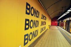 Leute innerhalb der Untergrundbahn in Sydney Stockfoto