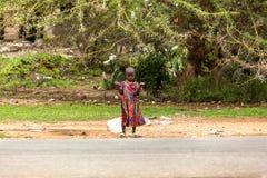 Leute in Kenia, die schwarzen Menschen, die Leben von Leuten in Afrika Lizenzfreie Stockfotografie
