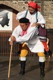 Leute kleideten im tschechischen traditionellen Trachtentanzen und im Gesang an. Lizenzfreies Stockfoto