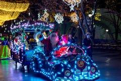 Leute kleideten oben mit LED beleuchteten Kostümen, Duryu-Park-sternenklare Nachtbeleuchtungsnacht in Daegu Südkorea an Lizenzfreie Stockfotografie