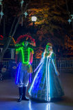 Leute kleideten oben mit LED beleuchteten Kostümen, Duryu-Park-sternenklare Nachtbeleuchtungsnacht in Daegu Südkorea an Stockbild
