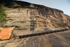 Leute klettern das Treppenhaus von Lion Platform in Richtung zur Summe Lizenzfreie Stockbilder