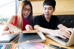 Leute, Lernen, Bildung und Schulkonzept Stockbilder