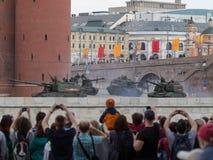 Leute machen Fotos Victory Parades Lizenzfreies Stockbild
