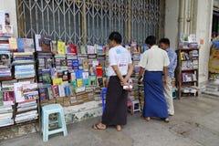 Leute in Mandalay, Myanmar Lizenzfreies Stockfoto