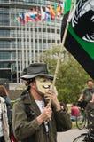 Leute mit anonymer Maske während der Demonstration gegen Monsanto und das transatlantique t Lizenzfreie Stockfotografie