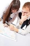 Leute mit Karte stockfotografie