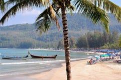 Leute oder Reisender sind auf dem Strand entspannend Lizenzfreies Stockfoto