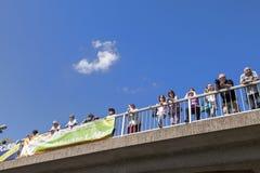 Leute passen das 51. Radrennen auf Lizenzfreies Stockfoto