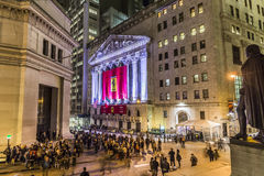 Leute schließen sich der Partei bei Wall Street wegen Ferraris Wall Street an Stockbild
