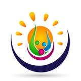 Leute sonnen das Energieverbandsteam, das Glück Wellnesssymbolikonenelement-Logoentwurf auf weißem Hintergrund feiert lizenzfreie abbildung