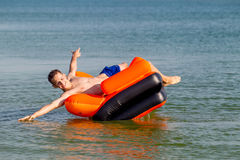 Leute stehen auf dem Meer still Lizenzfreie Stockbilder