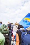 Leute steigen das Flughaus ein Lizenzfreies Stockfoto