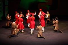 Leute tanzen am Konzert Gennady Ledyakh der Schule Stockfotos