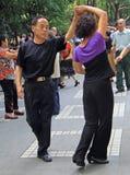 Leute tanzen in Park von Chengdu Stockfotografie