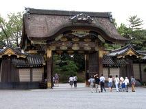 Leute am Tempel lizenzfreies stockfoto
