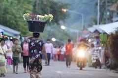 LEUTE THAILANDS KANCHANABURI SANGKHLABURI Lizenzfreies Stockbild