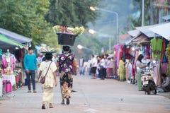 LEUTE THAILANDS KANCHANABURI SANGKHLABURI Lizenzfreie Stockbilder