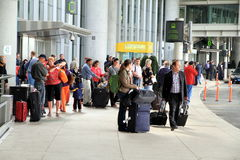 Leute am Toronto-Flughafen Stockbild
