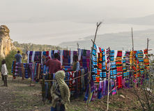 Leute an traditionellem Dorze-Markt Hayzo-Dorf Dorze Ethiop lizenzfreie stockbilder