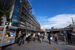 Leute an Ueno-Station und an Ameyoko-Markt Lizenzfreies Stockbild