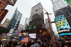Leute und Gebäude, New York City Midtown Manhattan Lizenzfreies Stockfoto