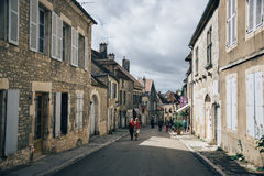 Leute und Vezelay Stockfotos