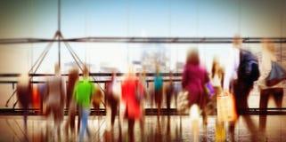 Leute-Verbraucher-Einkaufspendler-Verbraucherschutzbewegung gedrängtes Konzept stockfotografie